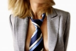Poslovna ženska s kravato